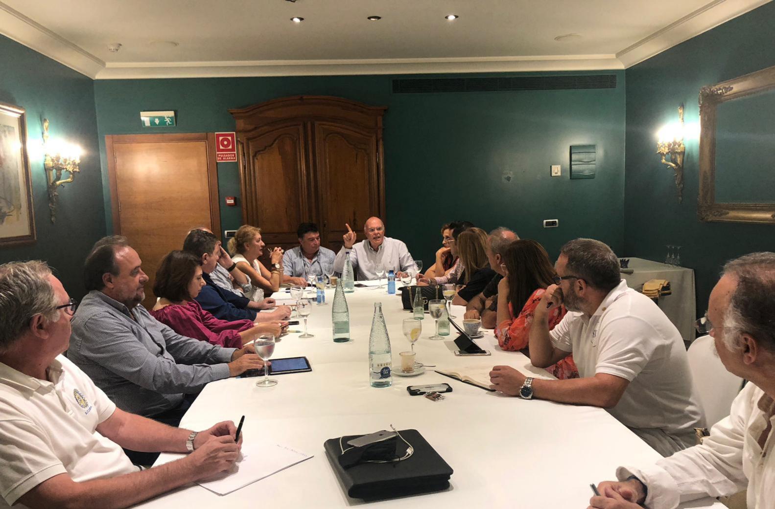 Reunión del Gobernador y clubs cercanos a DANA