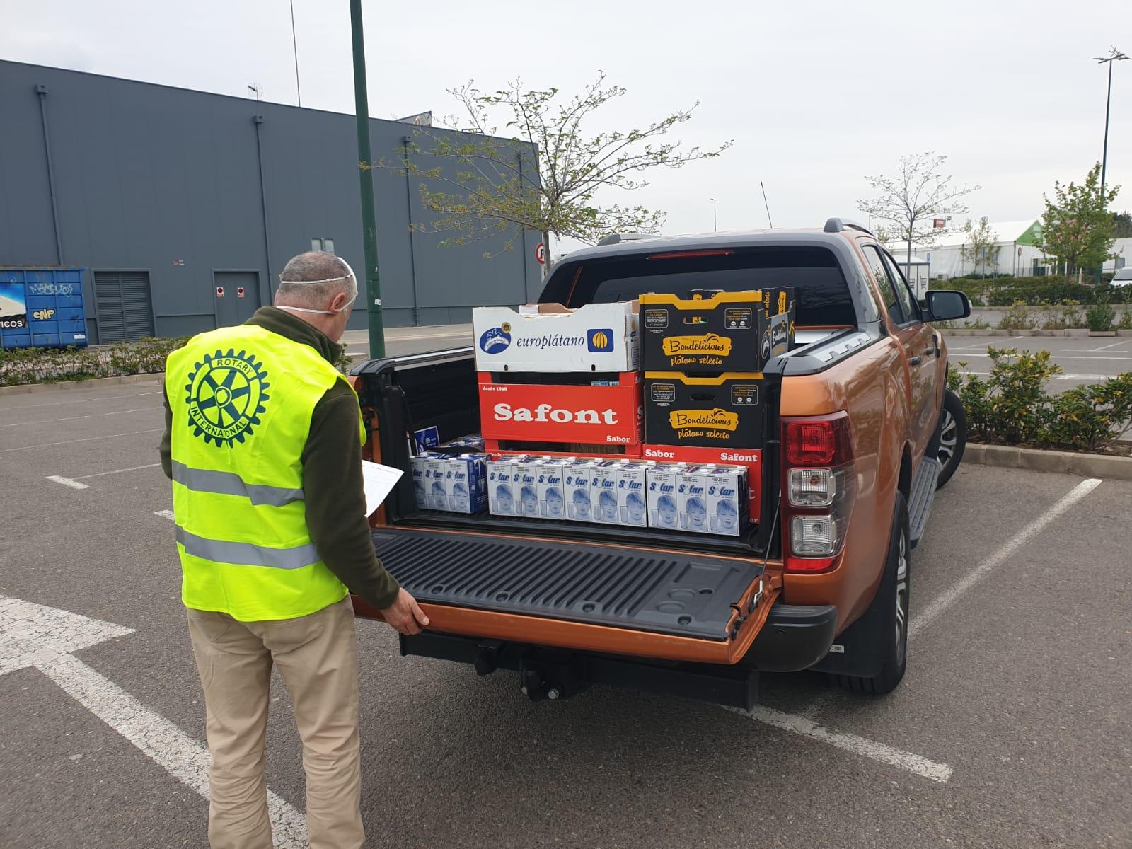 RC Valencia Centro entregando alimentos pese a las adversidades