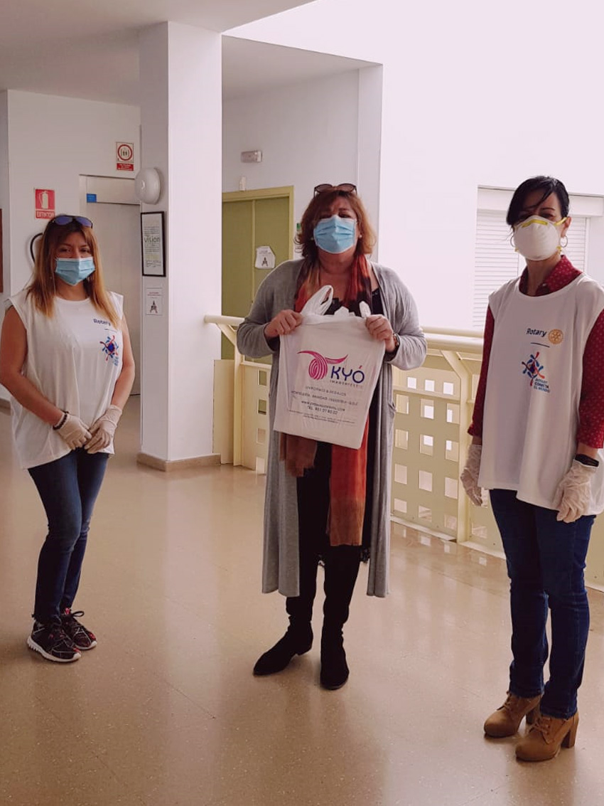Rotary Club Estepona entrega máscaras faciales