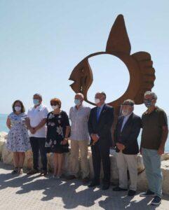 RC denia con el medio ambiente presenta escultura de pez